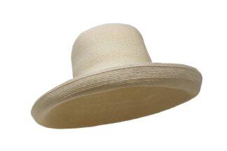 Cappello a tesa larga in treccia di canapa di Manila. Grevi, made in Italy.